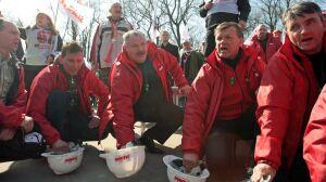 Tusk i Pawlak dogadani. Związkowcy protestują dalej