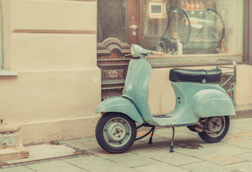 Parkowanie motocyklu. Tych zasad trzeba przestrzegać