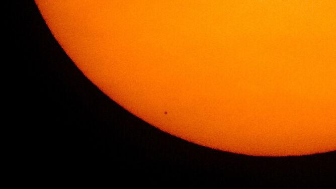 Tranzyt Merkurego. <br />Planeta przecięła tarczę Słońca