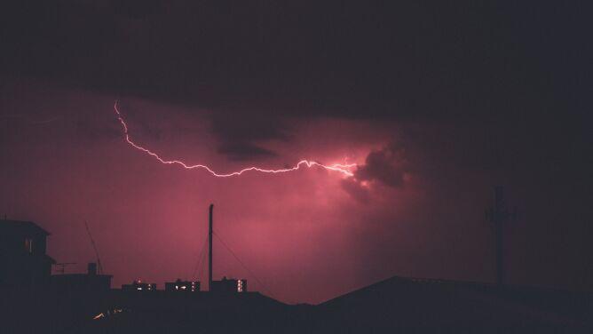 Silny deszcz z burzami. Ostrzeżenia i prognoza zagrożeń IMGW