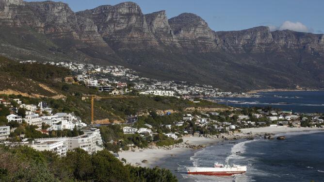 Japoński statek na plaży w Kapsztadzie