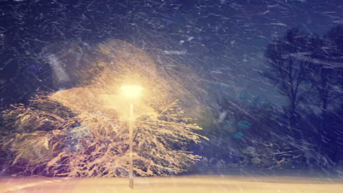 IMGW ostrzega: zawieje, zamiecie śnieżne i mróz