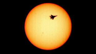 Zdjęcie, które pomoże prześcignąć dźwięk: na tle Słońca widać falę uderzeniową