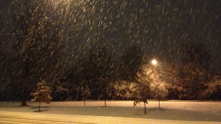 Niebezpieczny początek roku. Intensywne opady śniegu, porywisty wiatr i zamiecie