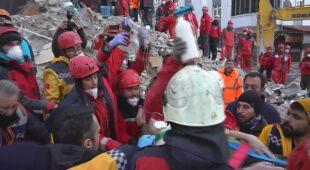 Służby ratunkowe wciąż szukają poszkodowanych