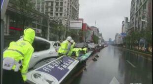 Tajfun In-fa nie odpuszcza